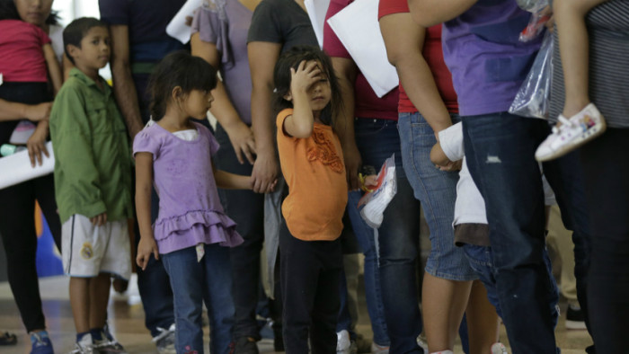 immigration_children_bus_line