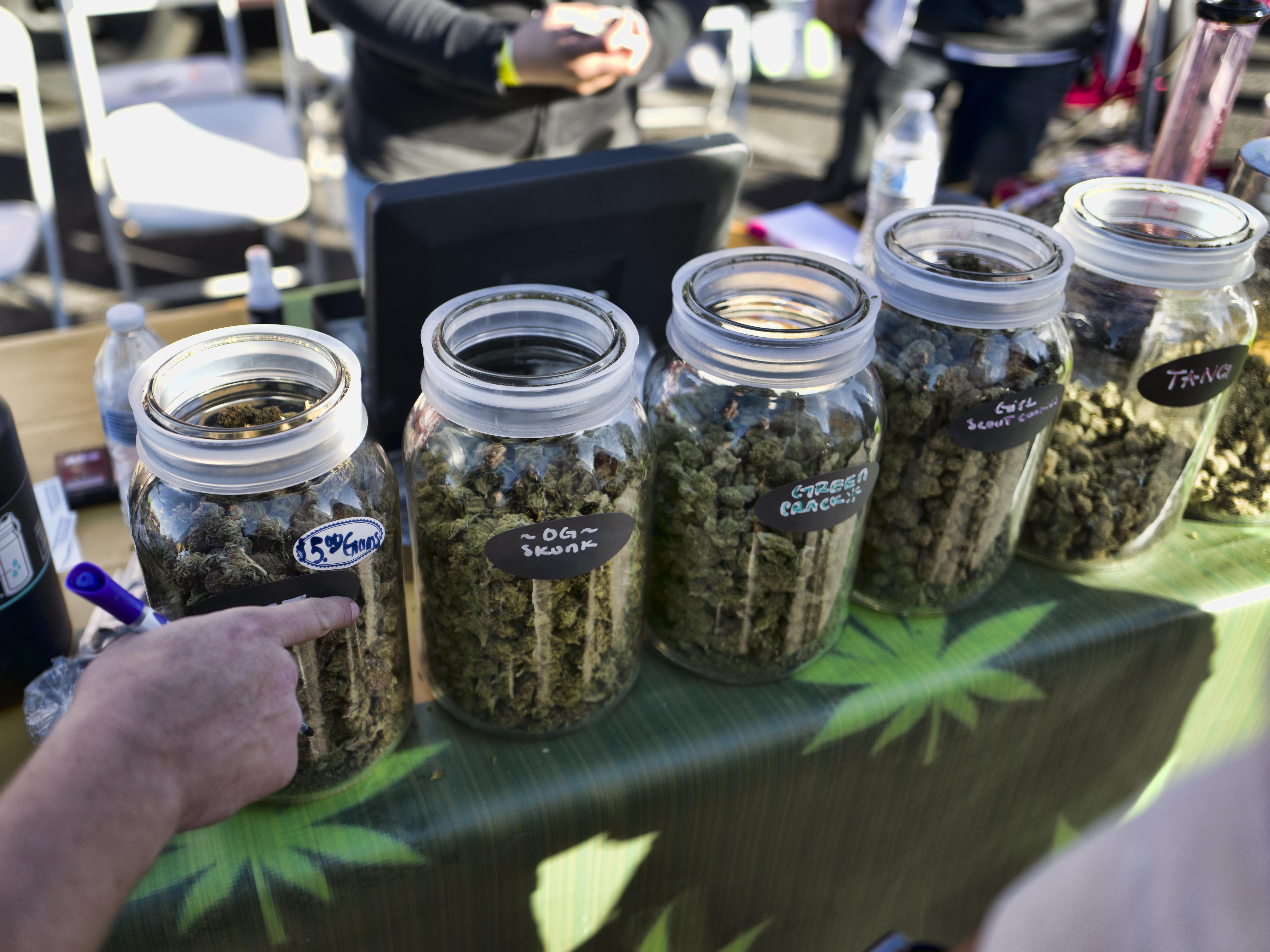 Продажа марихуаны в интернете конопля шишки листья