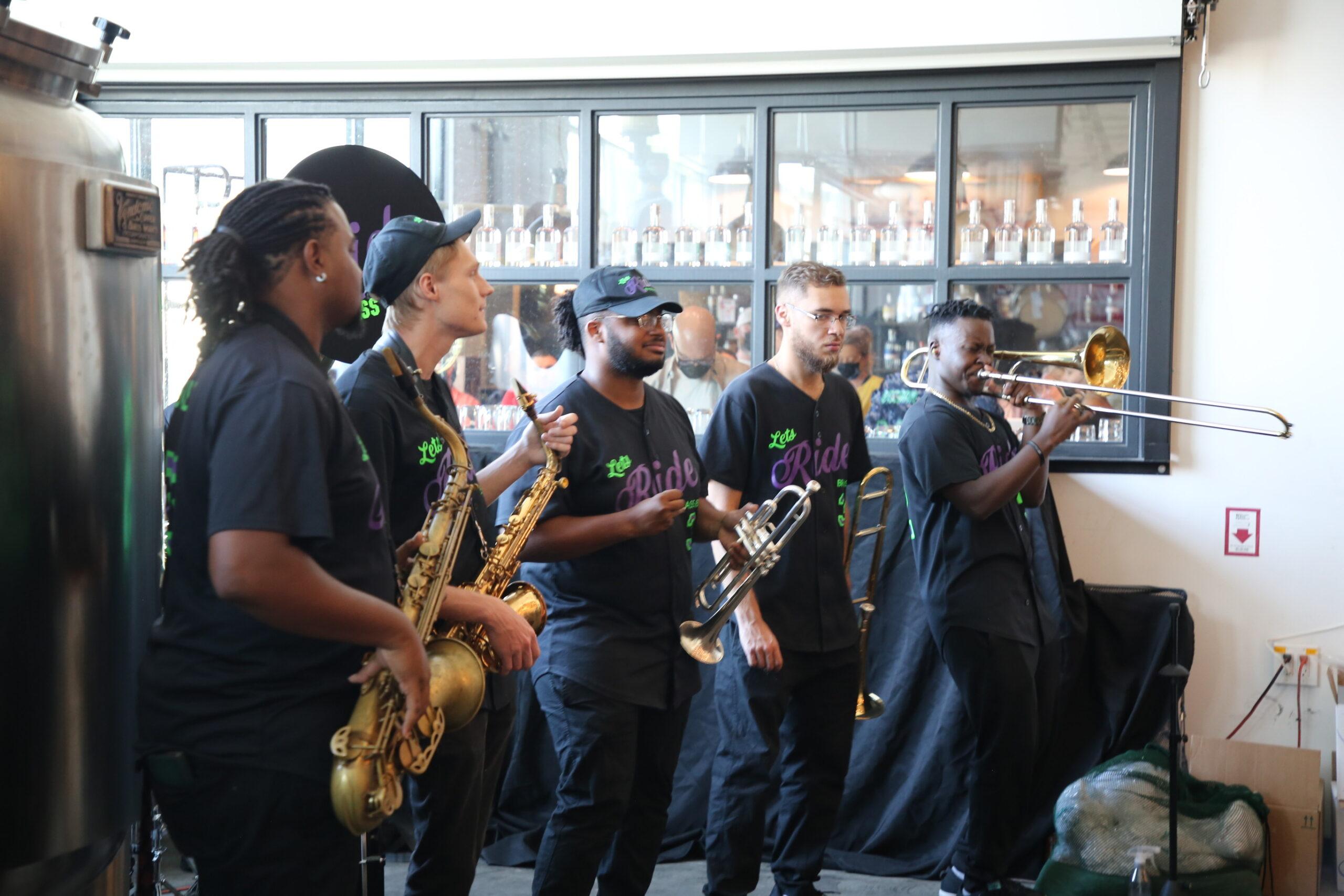 Manifest Distilling jazz jam